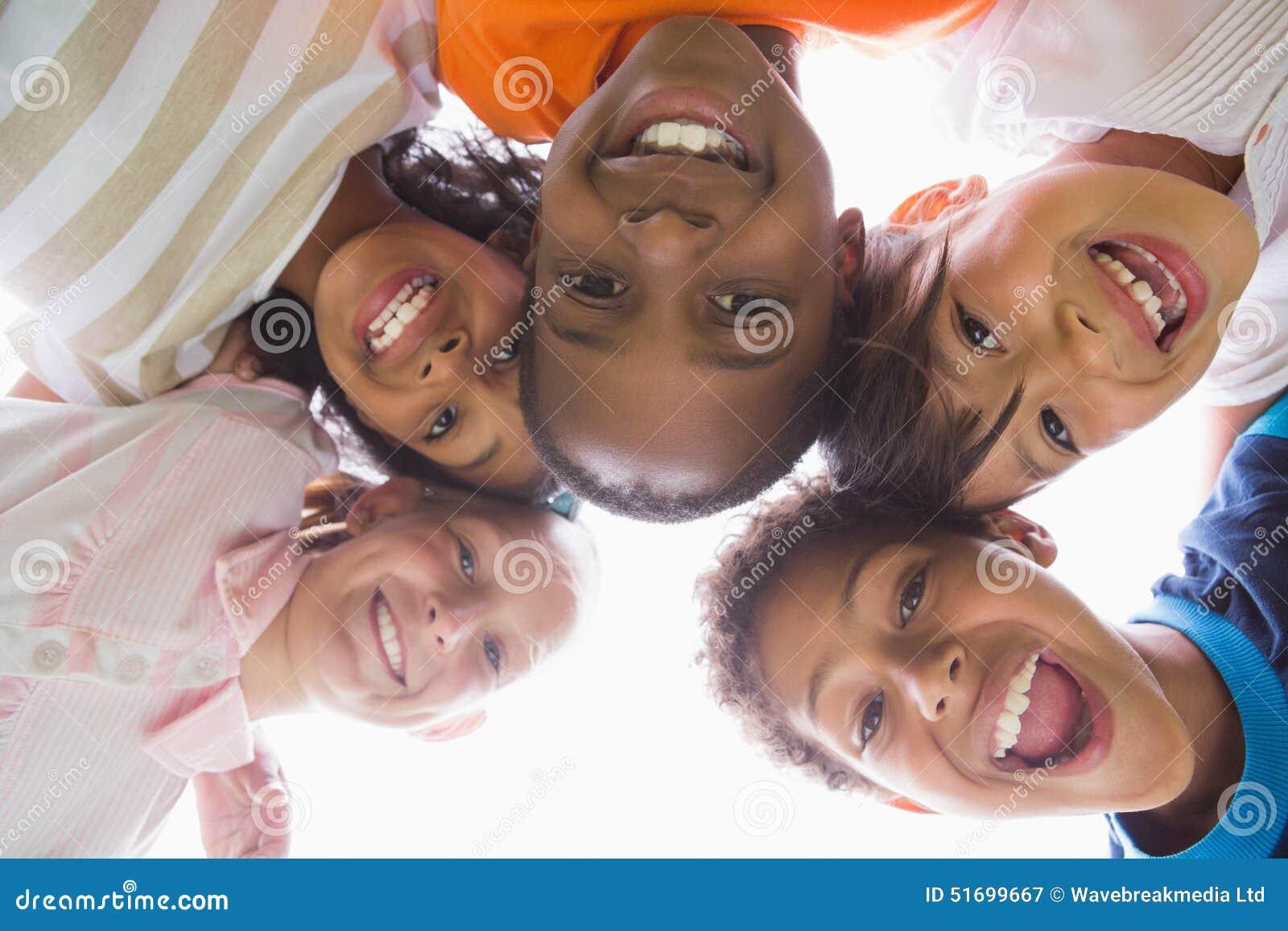 Leerlingen die zich in een cirkel bevinden
