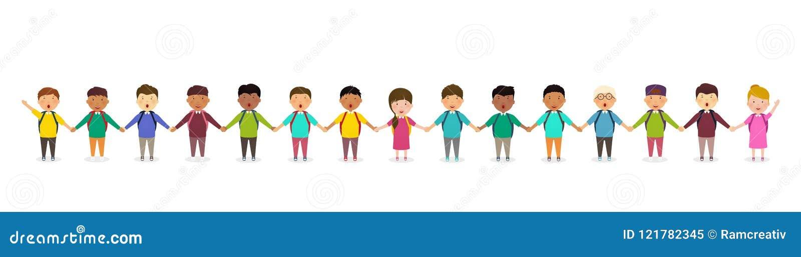 Leerlingen en jonge geitjes die handen houden Kinderen` s groep de tribunes van schoolkinderen in rij Gelukkige menigte van leerl
