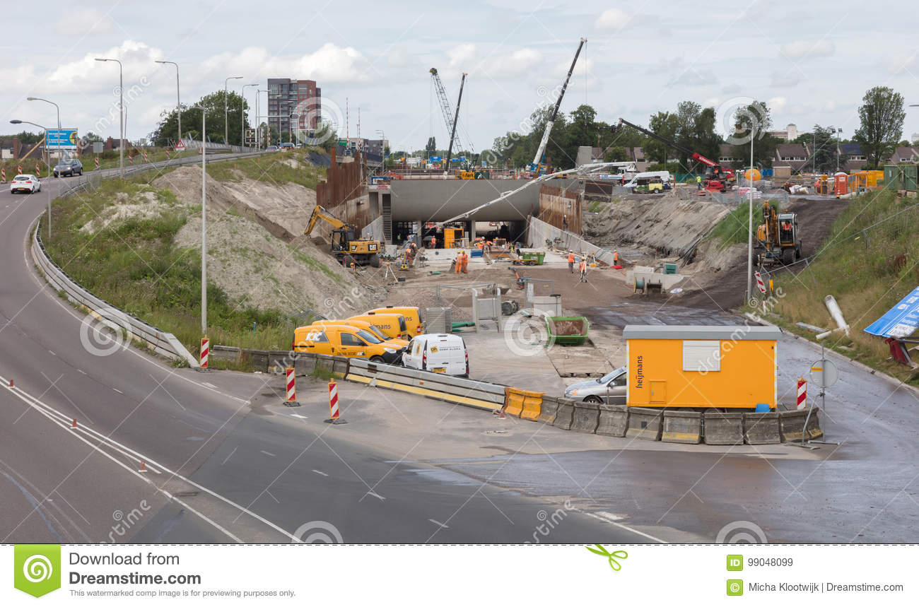 LEEUWARDEN, THE NETHERLANDS, 11 juli 2017; The contruction of a brand new  aquaduct in the ringroad of the dutch city of Leeuwarden, the Netherlands  on juli ...