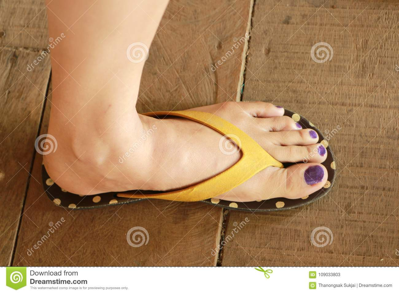8fb409161 The Left Foot Of The Woman Wore Sandals Stand On The Wooden Floor ...