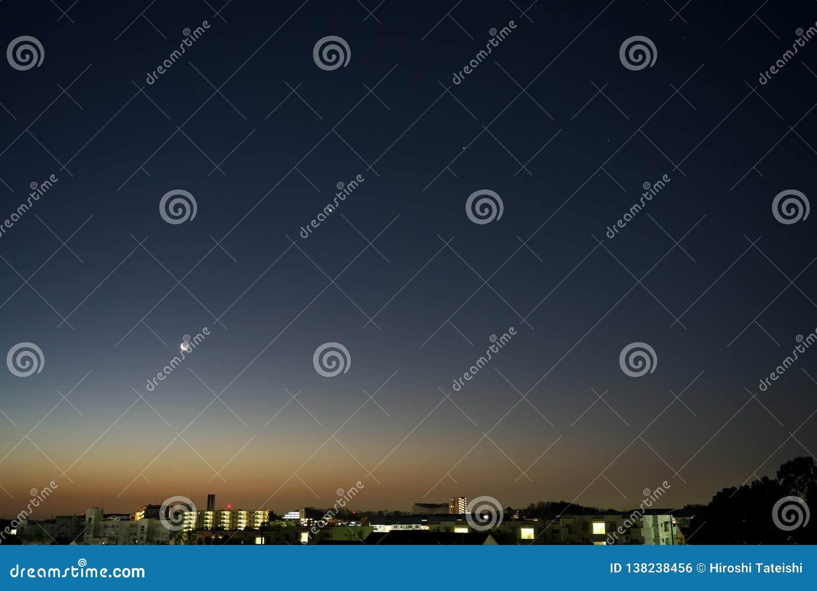 From left Saturn, the Moon, Venus, Jupiter and Scorpio at daybreak