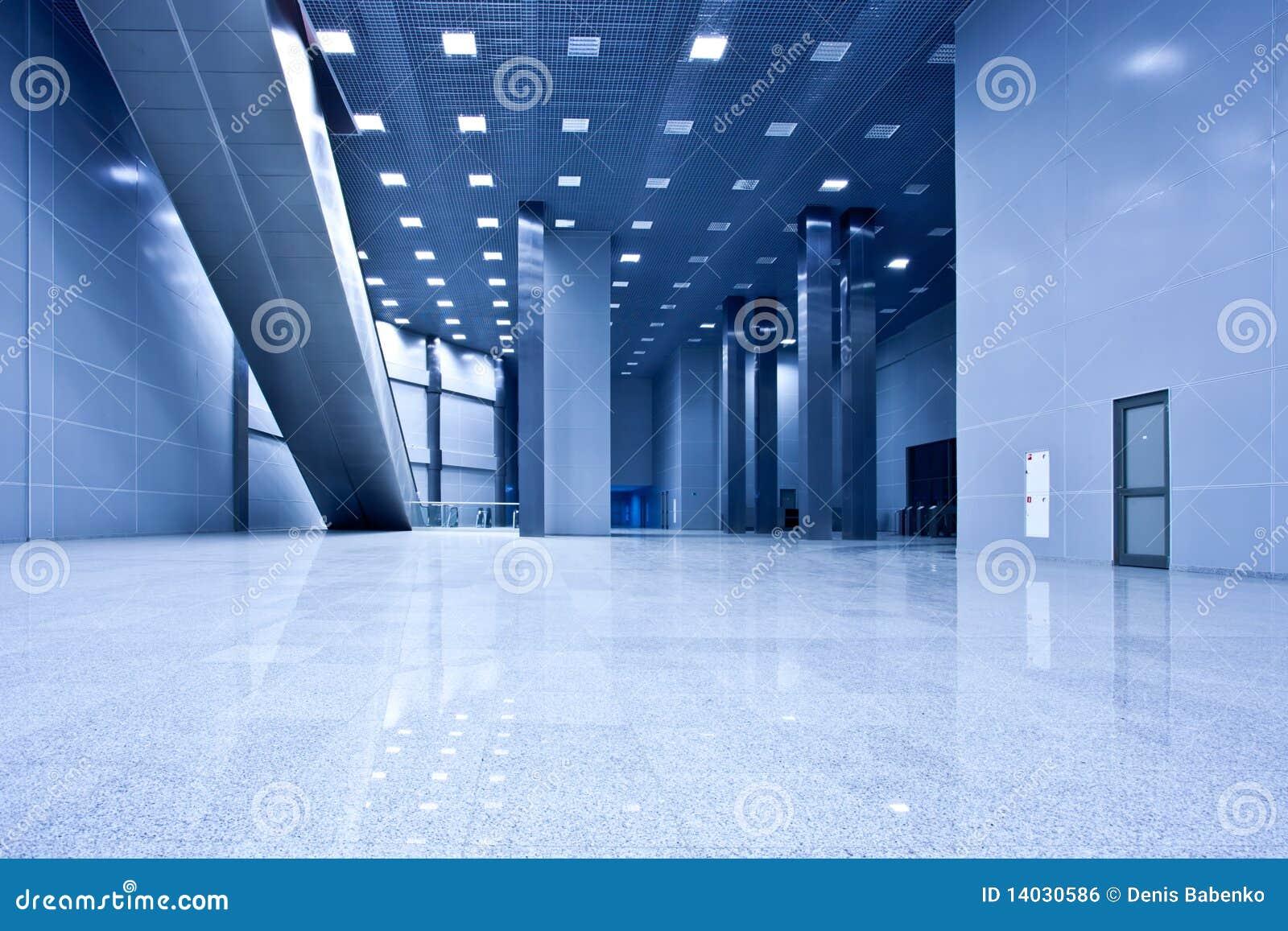 Lege blauwe zaal