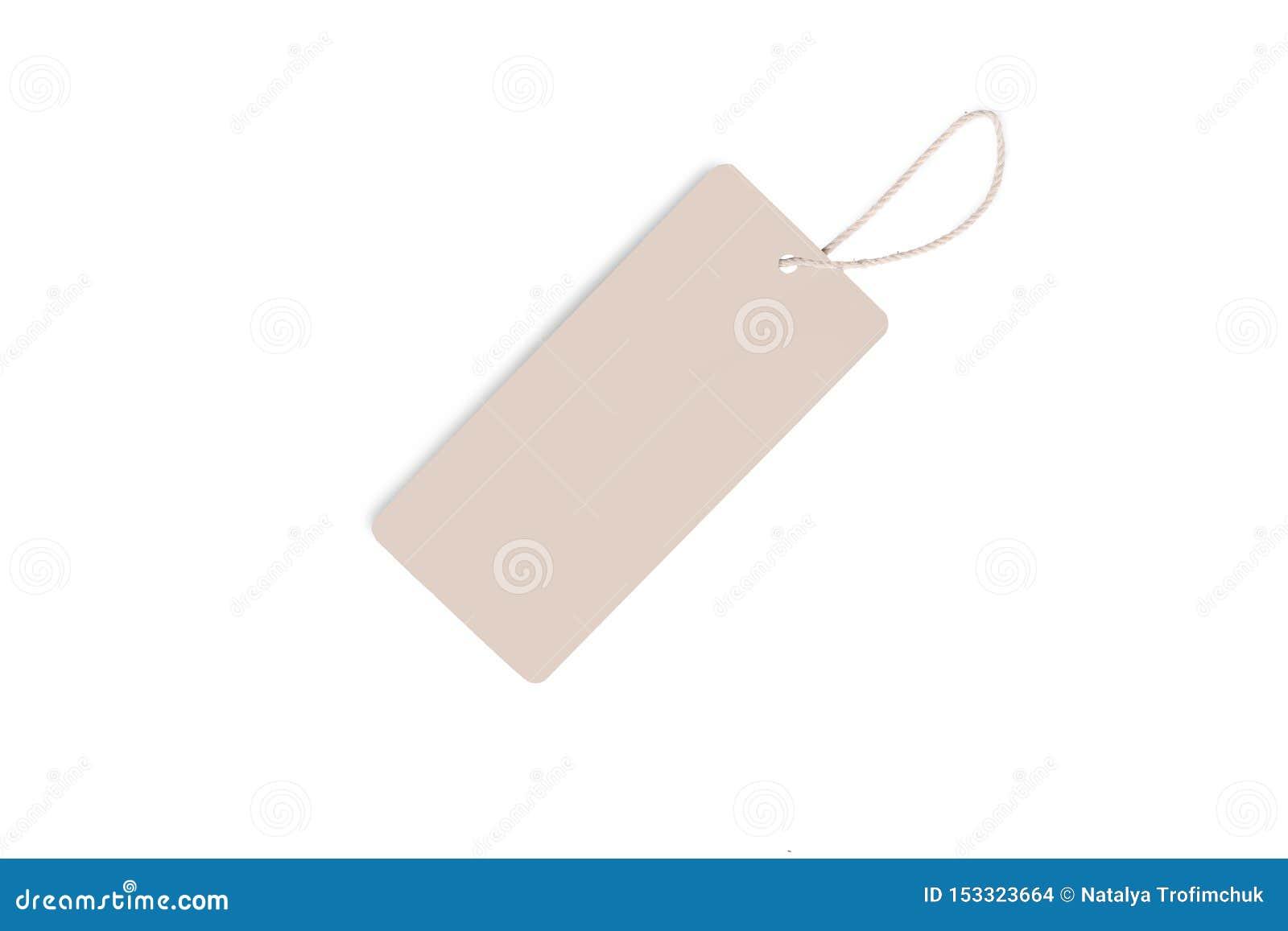 Lege decoratieve die kartondocument giftmarkering met strengband, op witte achtergrond wordt geïsoleerd