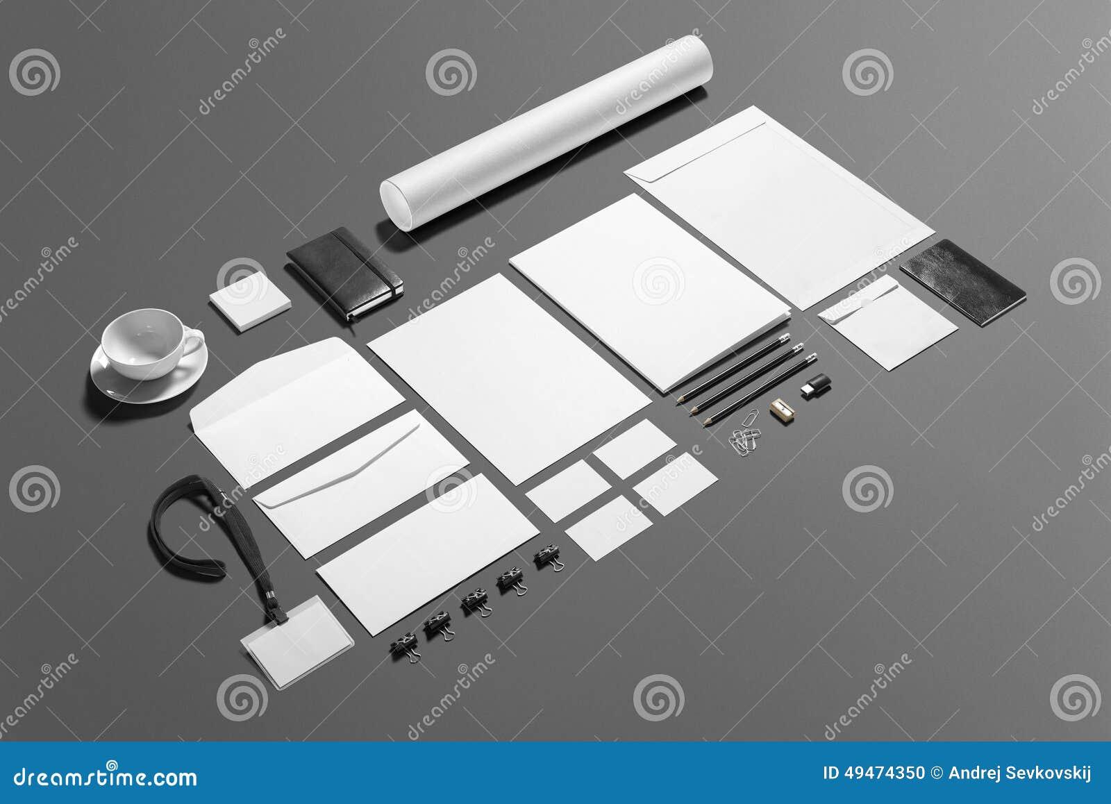 Lege die kantoorbehoeften het brandmerken reeks op grijs wordt geïsoleerd