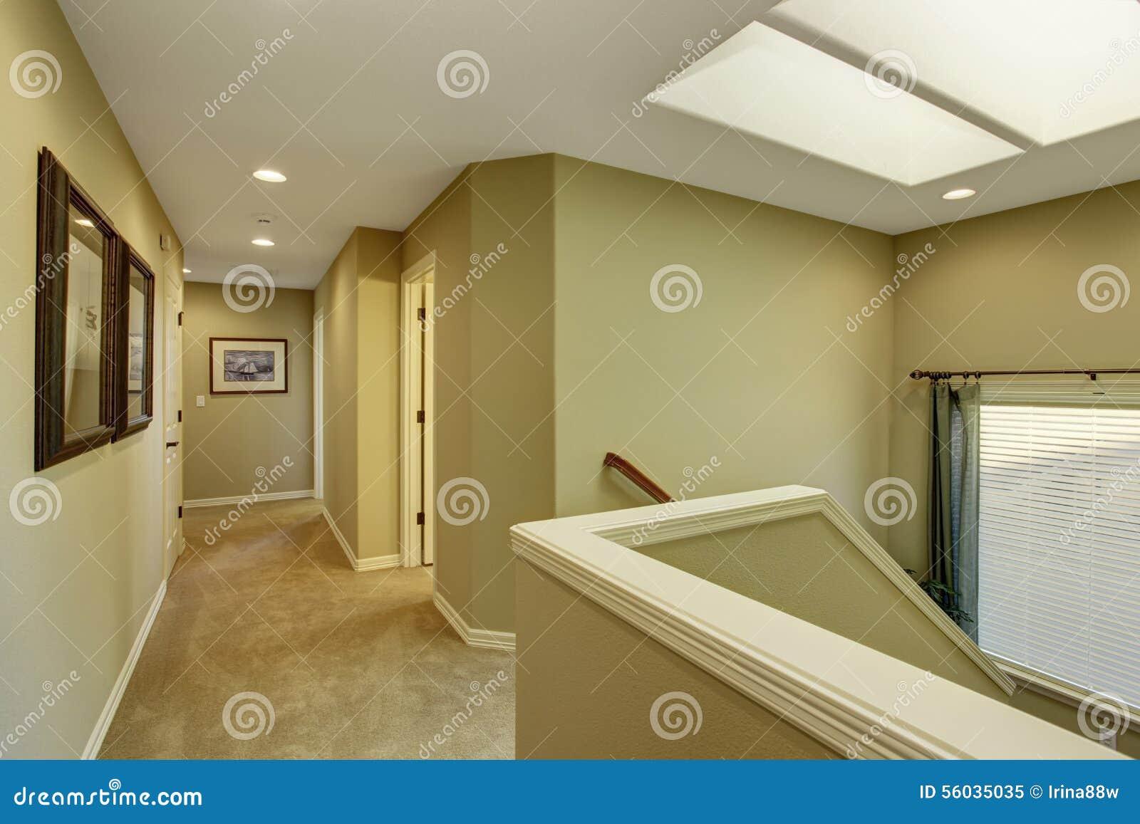 Tapijt Voor Gang : Lege gang met trap en tapijt stock afbeelding afbeelding
