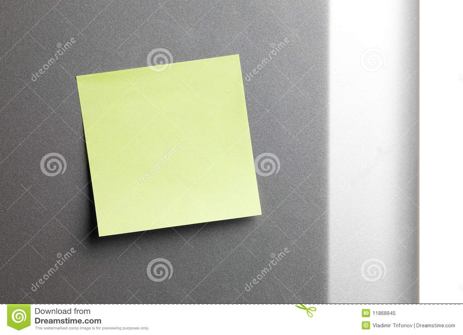 Lege gele sticker op koelkast