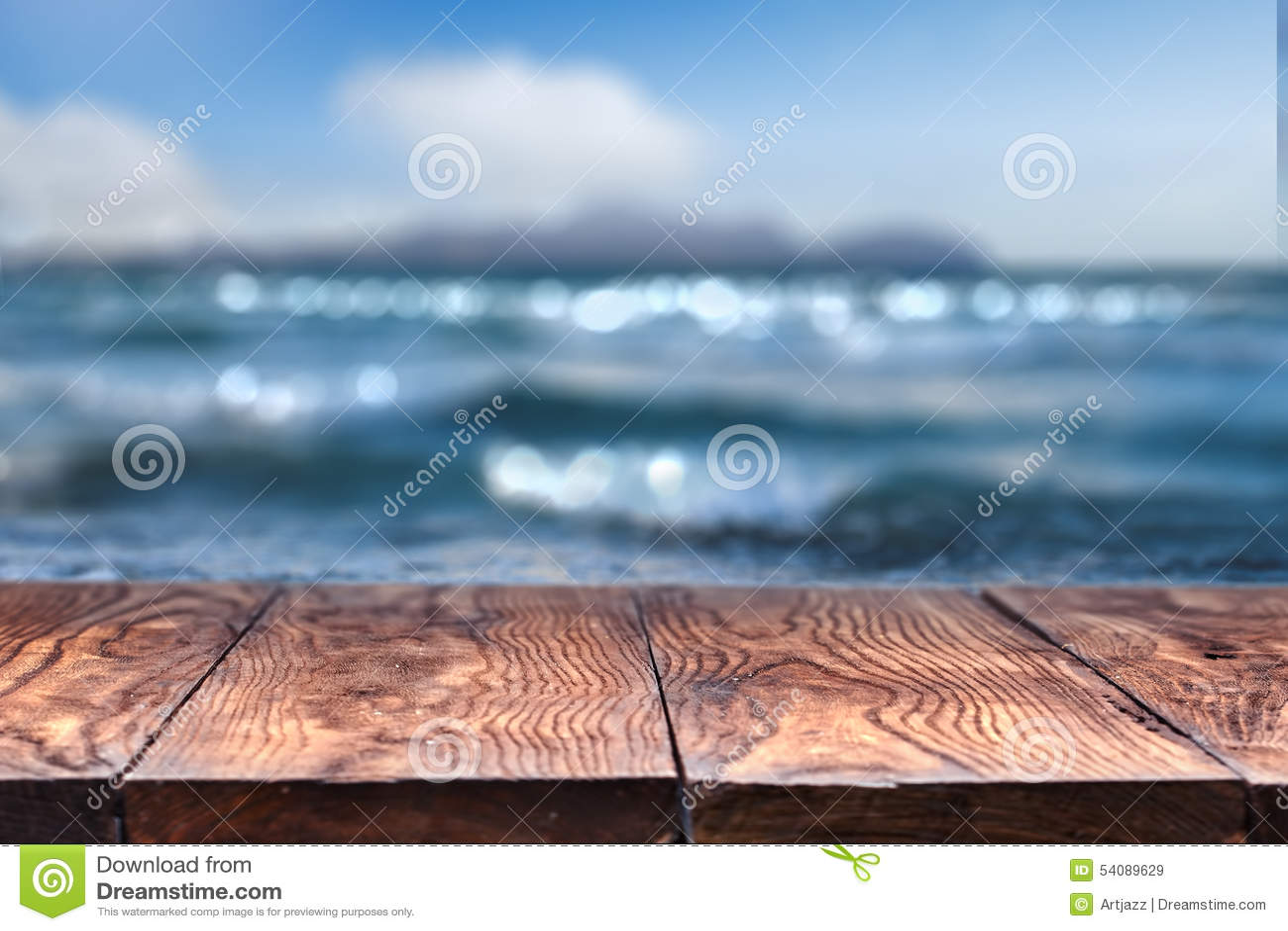 Lege houten lijst met overzees op achtergrond