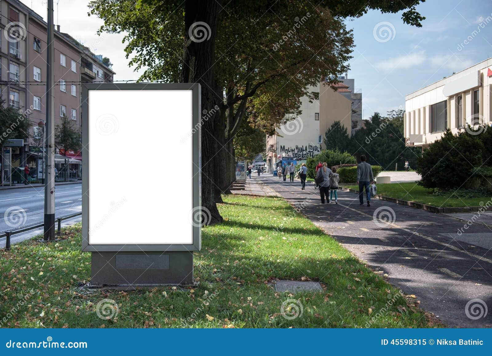 Lege stads lichte plaats voor uw advertentie