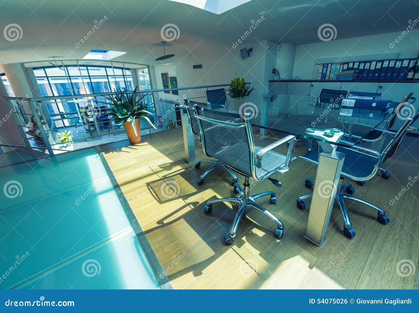 Lege vergaderzaal in een modern bureau