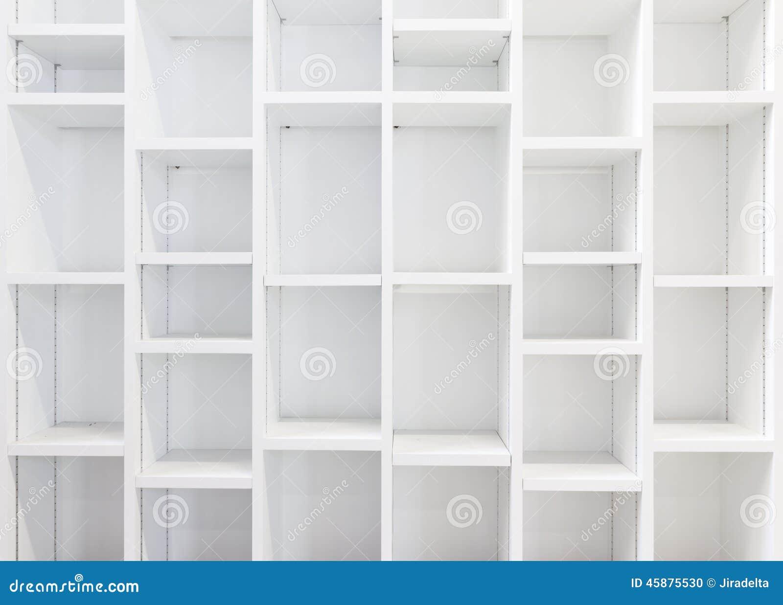lege witte boekenkast