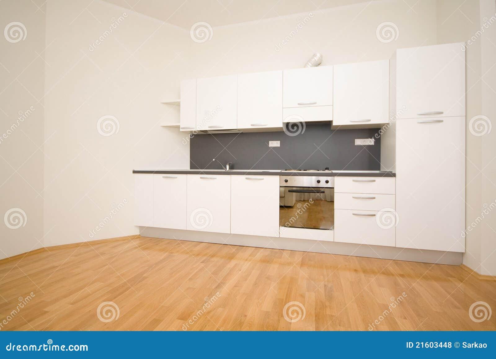 Lege witte keuken