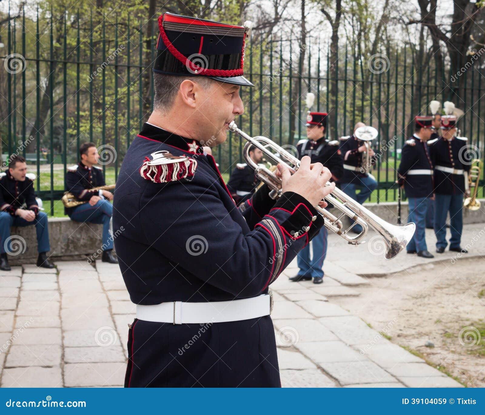 Legermuzikant bij de eedceremonie
