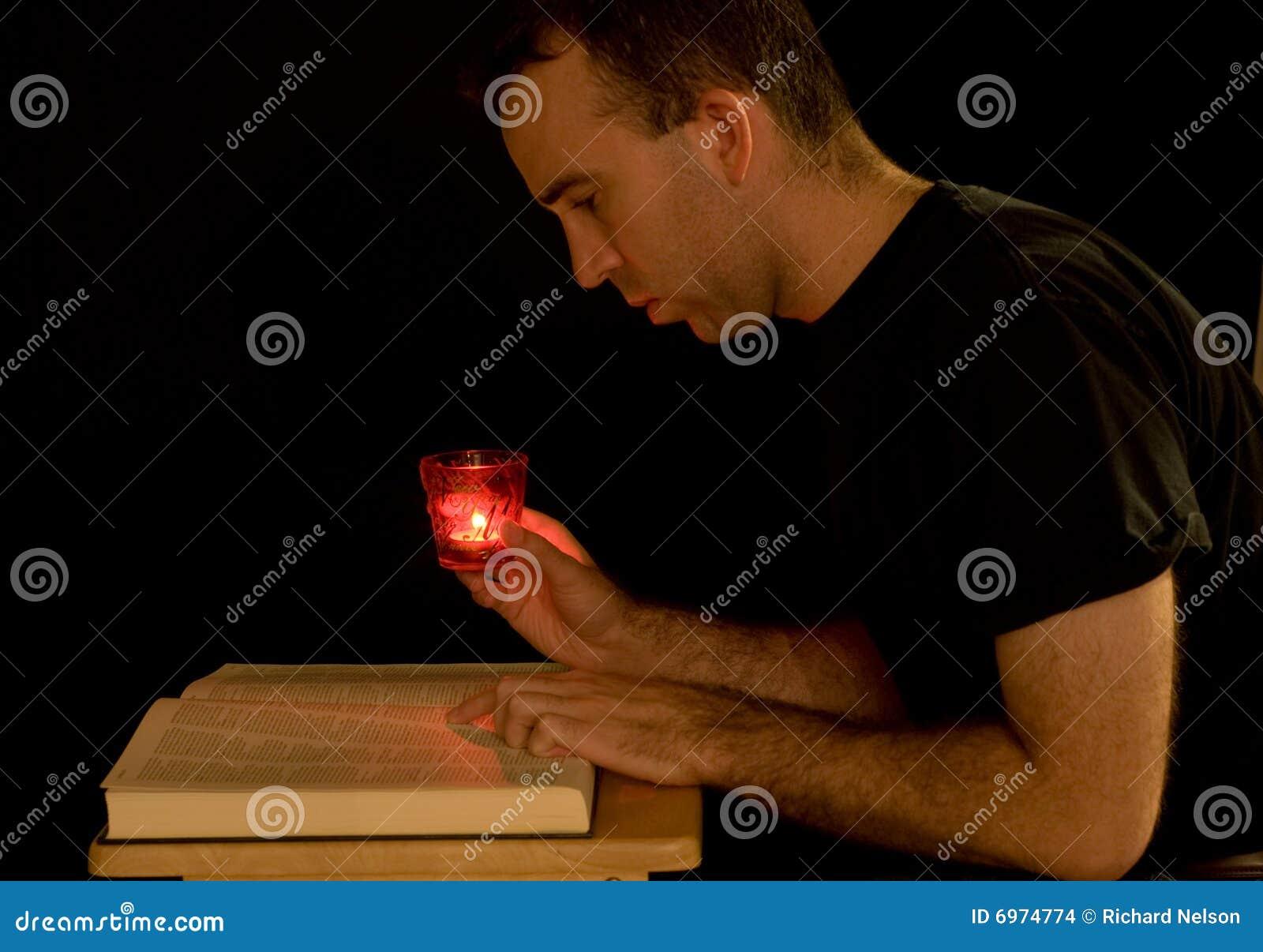 Leggendo da Candlelight