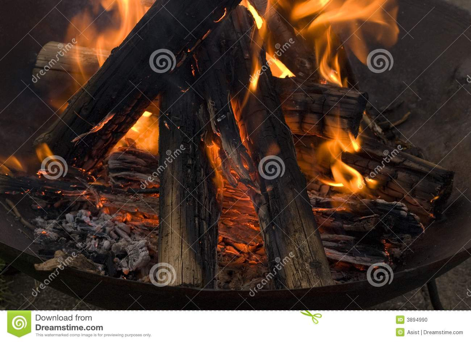 Legno che brucia in fuoco