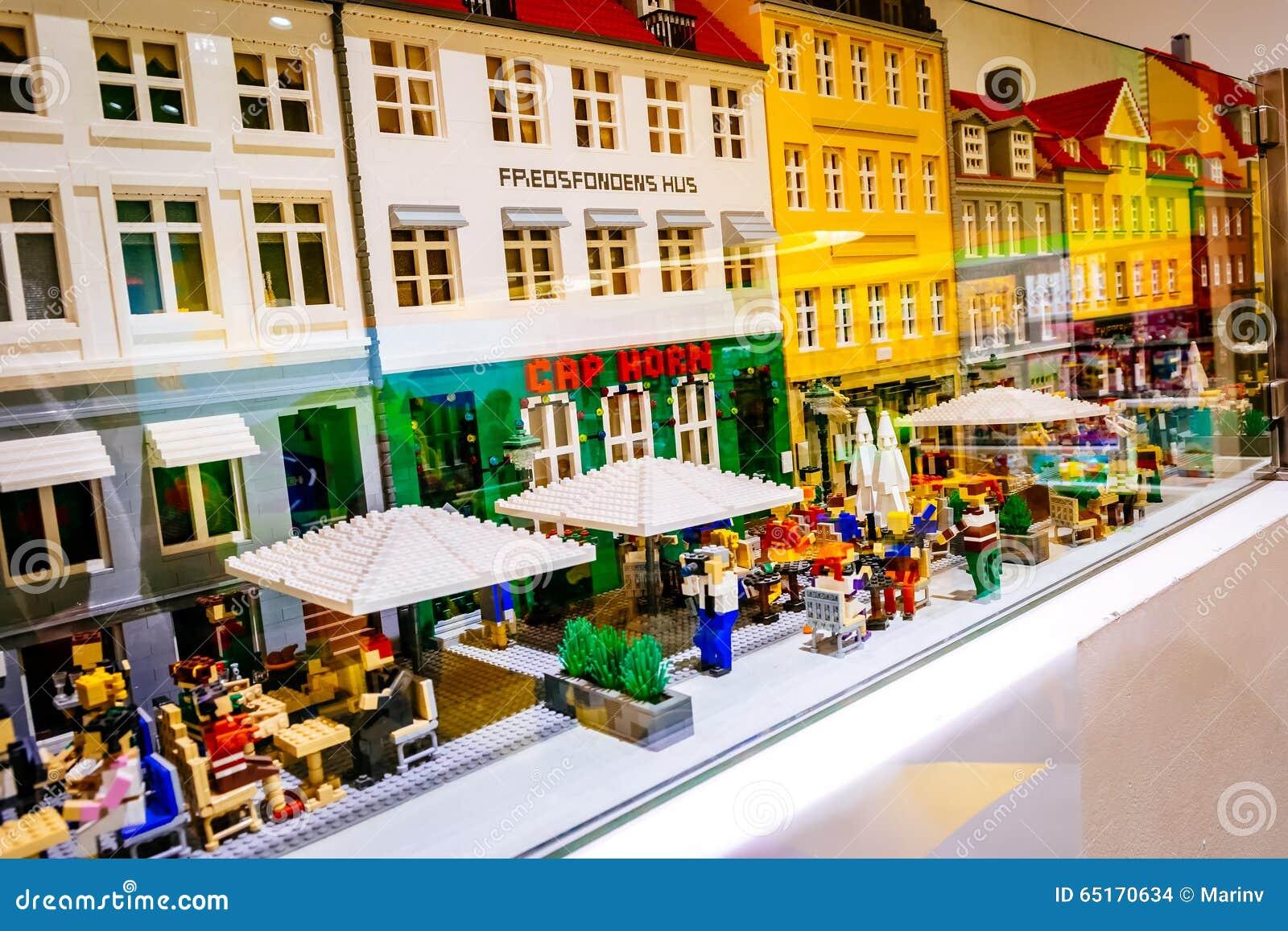 lego figurines and forms the lego store showing nyhavn neighborhood in copenhagen denmark. Black Bedroom Furniture Sets. Home Design Ideas