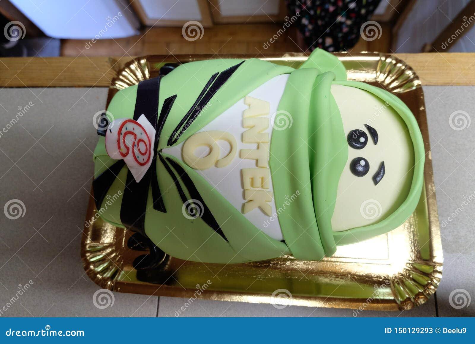 Lego Ninjago Lloyd inspiró la torta de cumpleaños con el número 6 y el nombre 'Antek