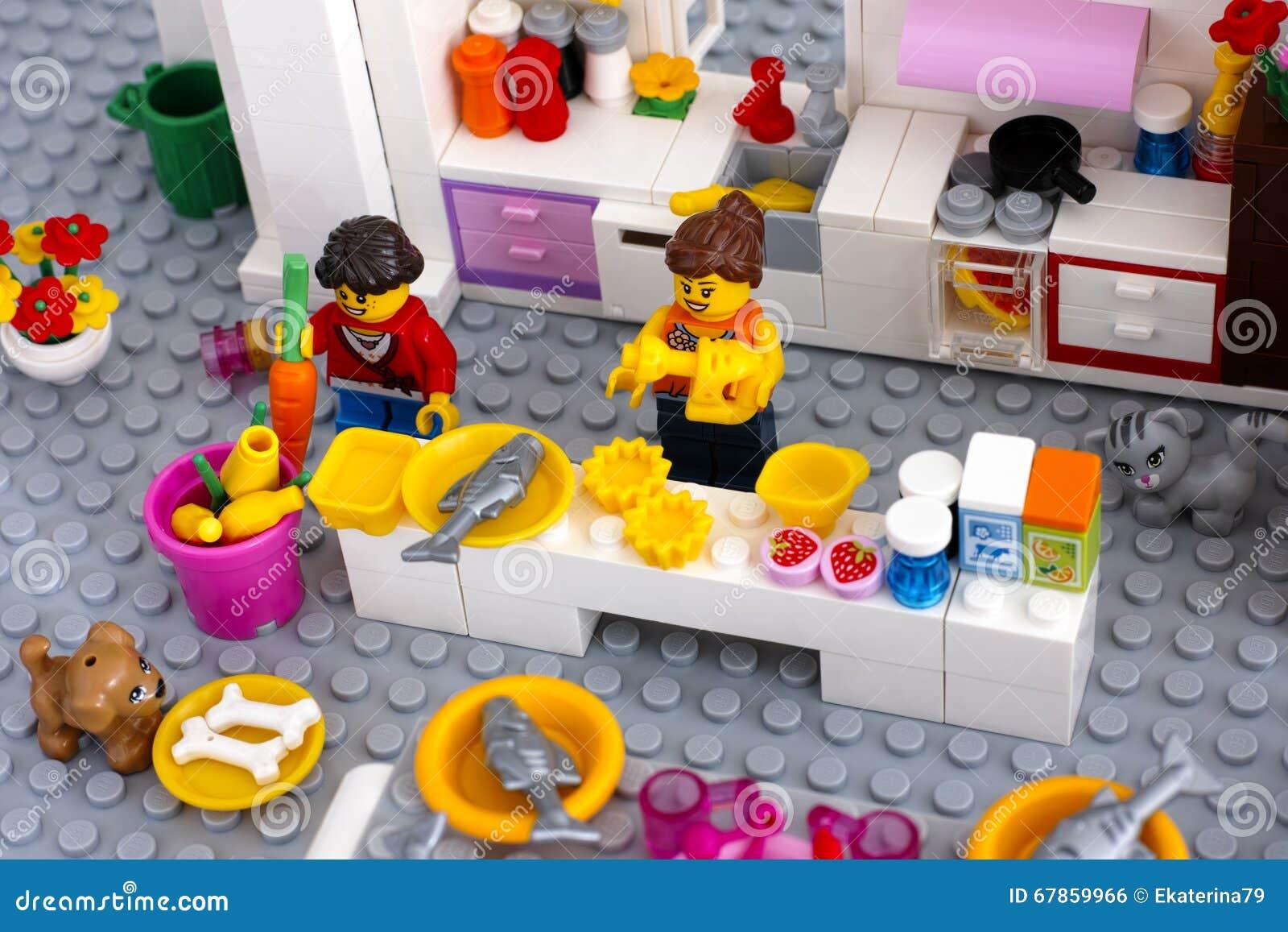 lego szene kochen des abendessens auf inl ndischer k che redaktionelles foto bild 67859966. Black Bedroom Furniture Sets. Home Design Ideas