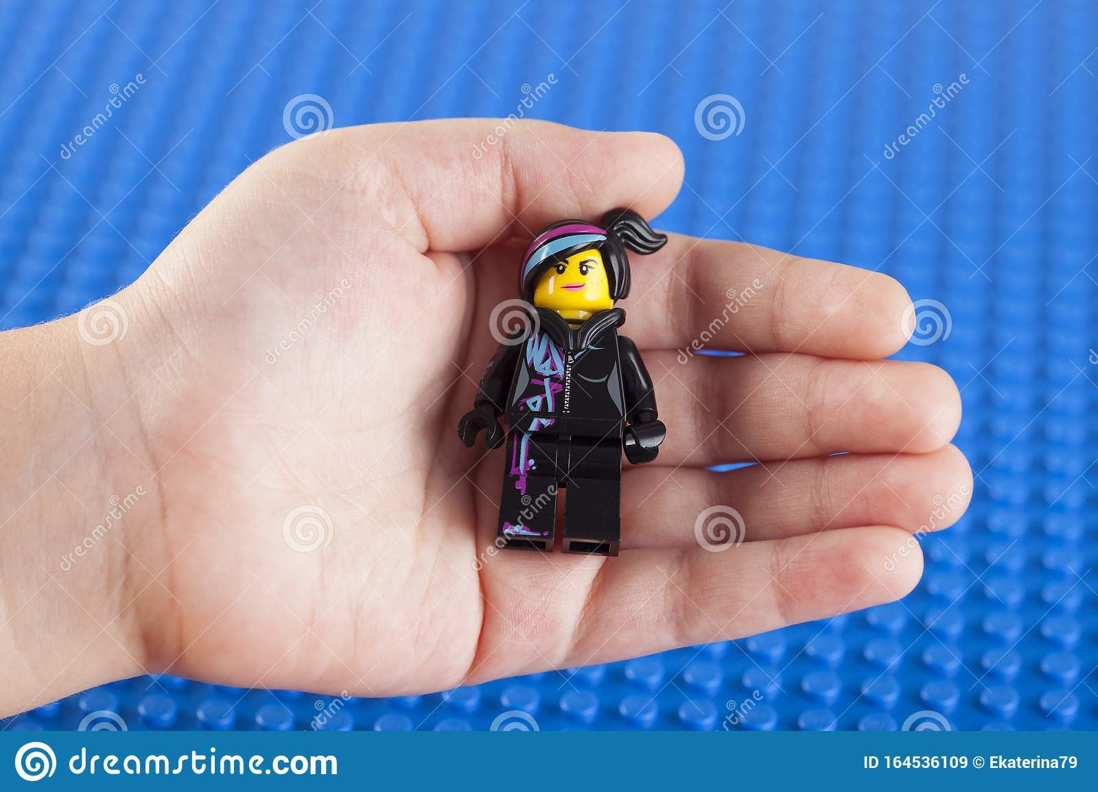 Lego Wyldstyle Minifigure In Child Hand Editorial Stock Image Image Of Blue Movie 164536109