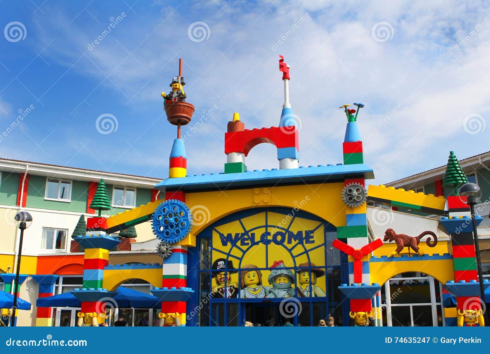 LEGOLAND,温莎,英国- 2016年4月30日:对Legoland旅馆的五颜六色的入口