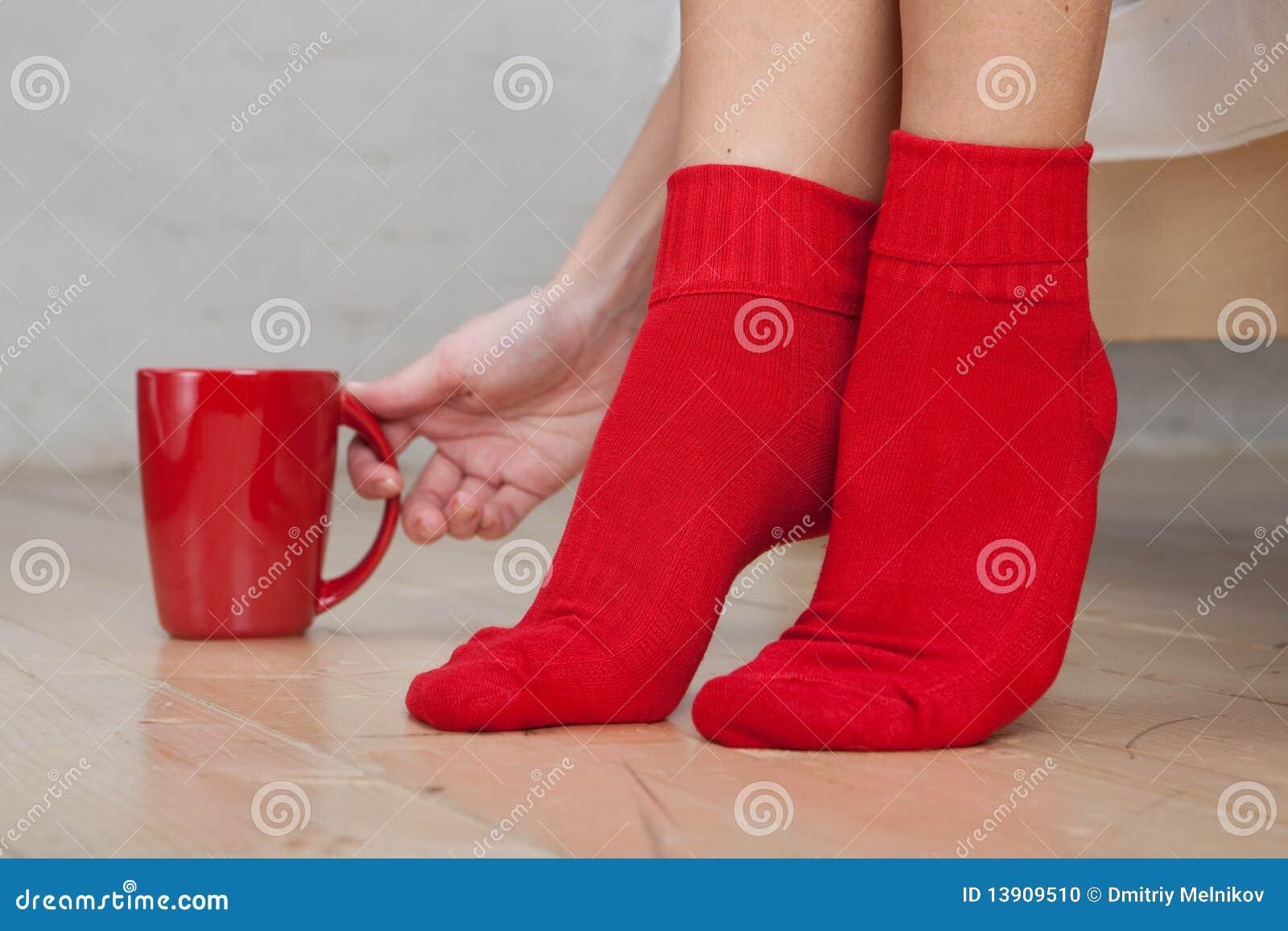 Фото женских ног носки 4 фотография
