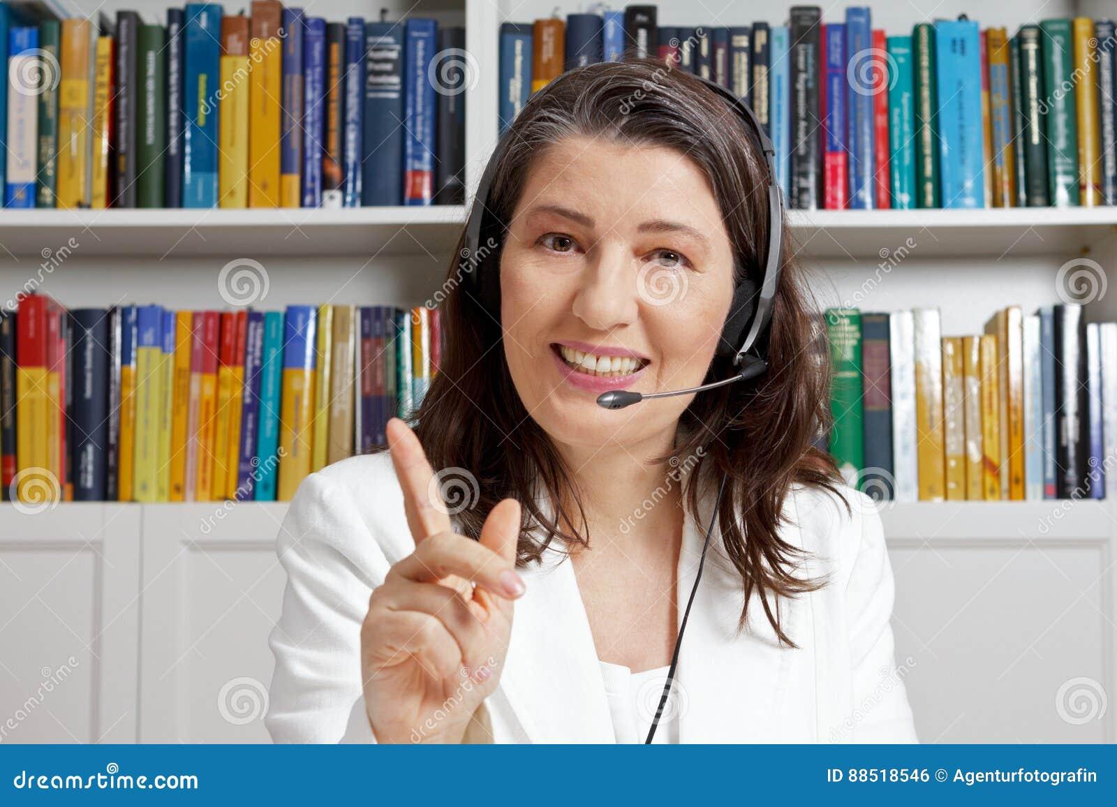 Lehrerfrauenkopfhörer-Mikrofone-learning