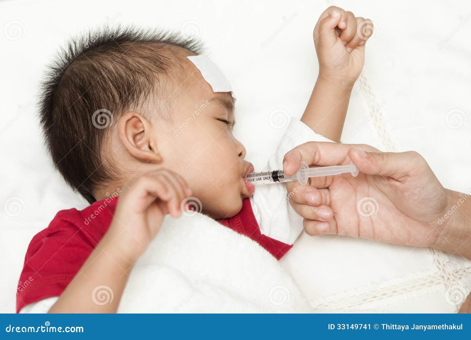 Leidende Fieberhitze Des Babys Stockbild - Bild: 33149741
