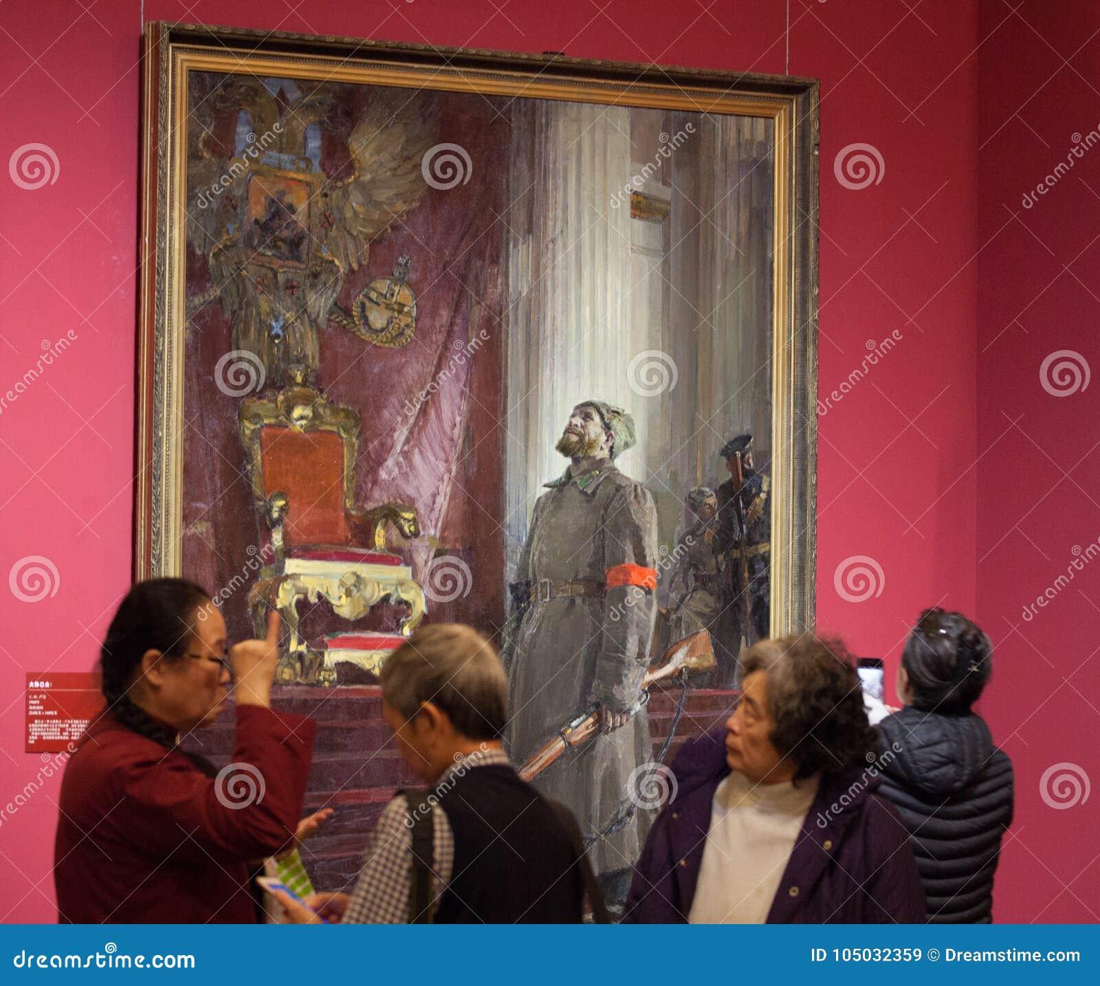 Leidenschaftliche Debatte der Leute vor einer Malerei, die ` der Tag genannt wird, ist verlorenes `