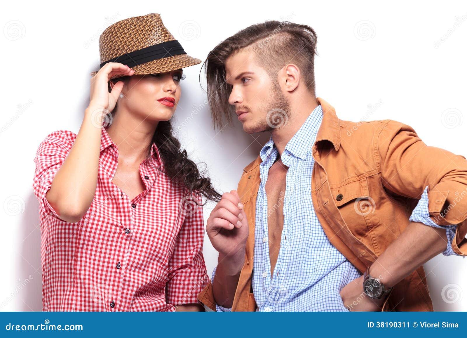 Leidenschaftliche Paare, Die Einander Betrachten Stockbild