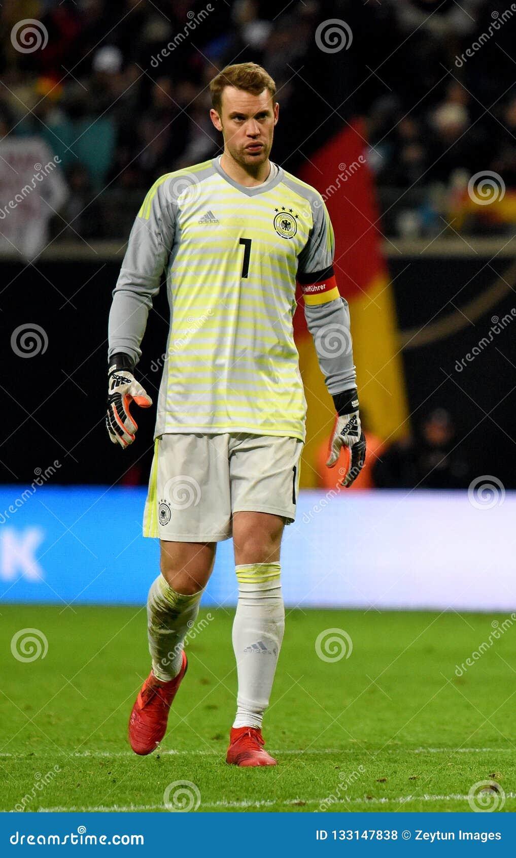 new style 67fc8 6dbd0 Bayern Munich And Germany National Team Goalkeeper Manuel ...