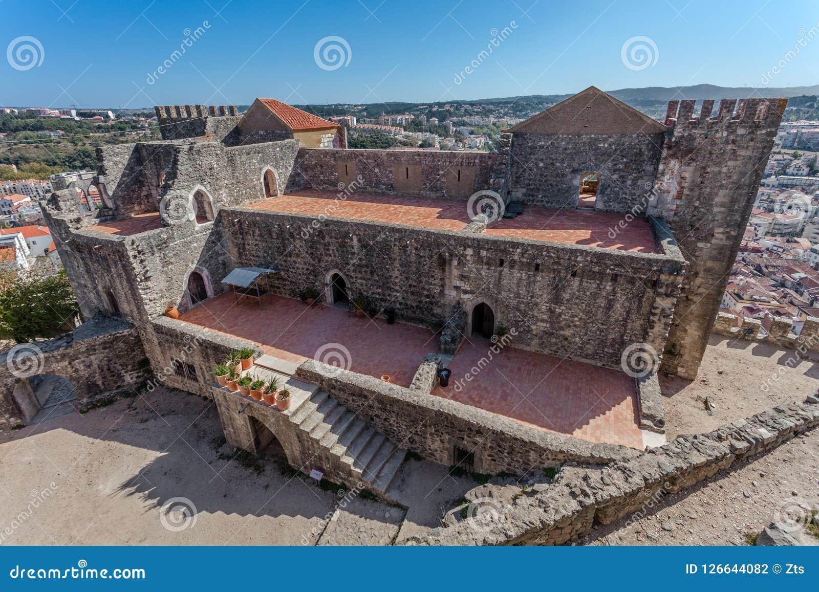 Leiria, Portugal Der gotische prachtvolle Wohnsitz alias Pacos Novos der Leiria-Kaste