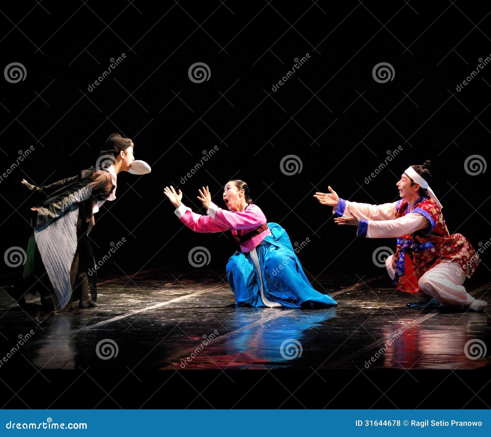 Leistung koreanischen traditionellen Tanzes Busans am Theater