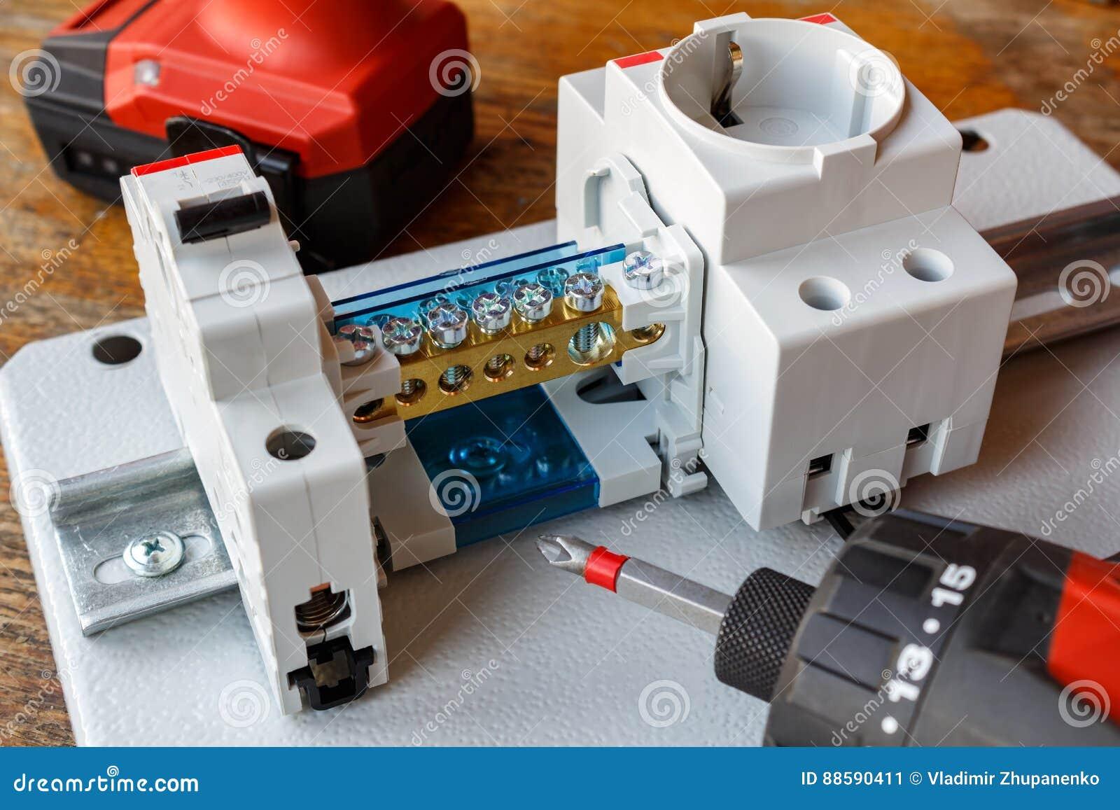 Beste Leistungsschalter Identifizieren Fotos - Elektrische ...