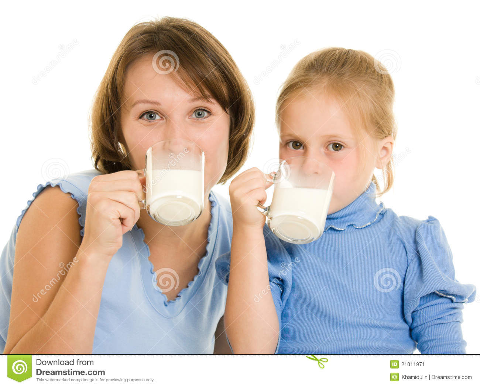 Leite da bebida da mamã e da filha.