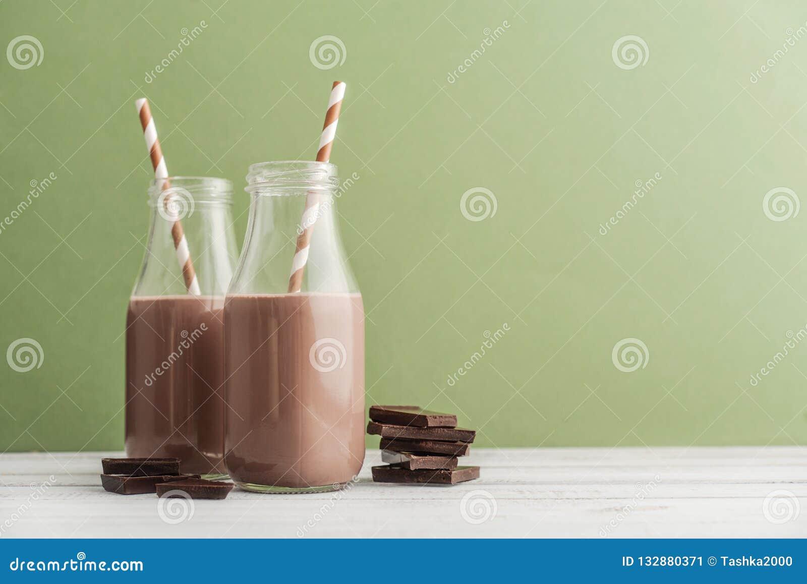 Leite de chocolate de duas garrafas