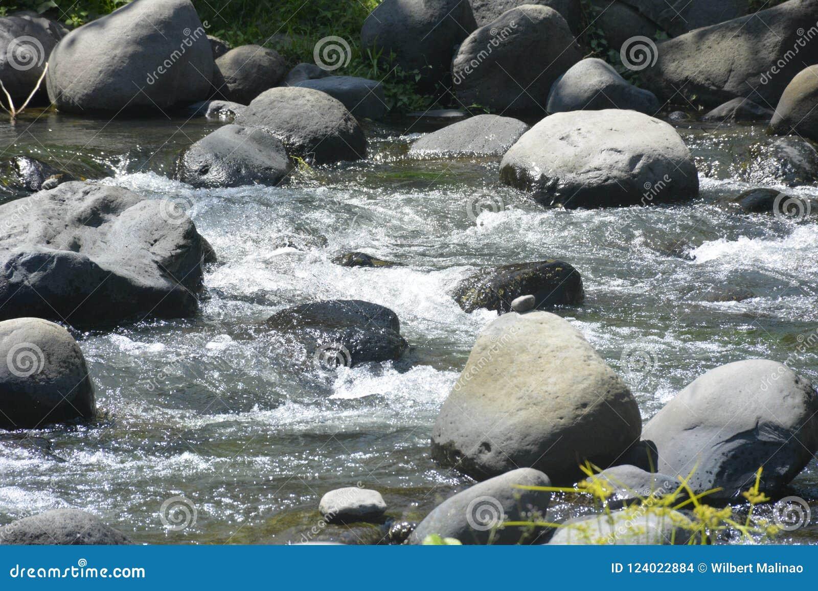 Leito fluvial situado em Ruparan barangay, cidade de Ruparan de Digos, Davao del Sur, Filipinas