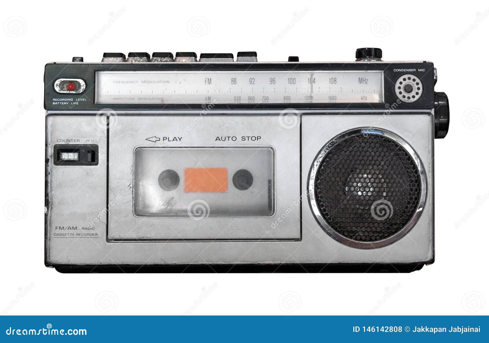 Leitor de cassetes do vintage - isolado velho do receptor de r?dio no branco com o trajeto de grampeamento para o objeto