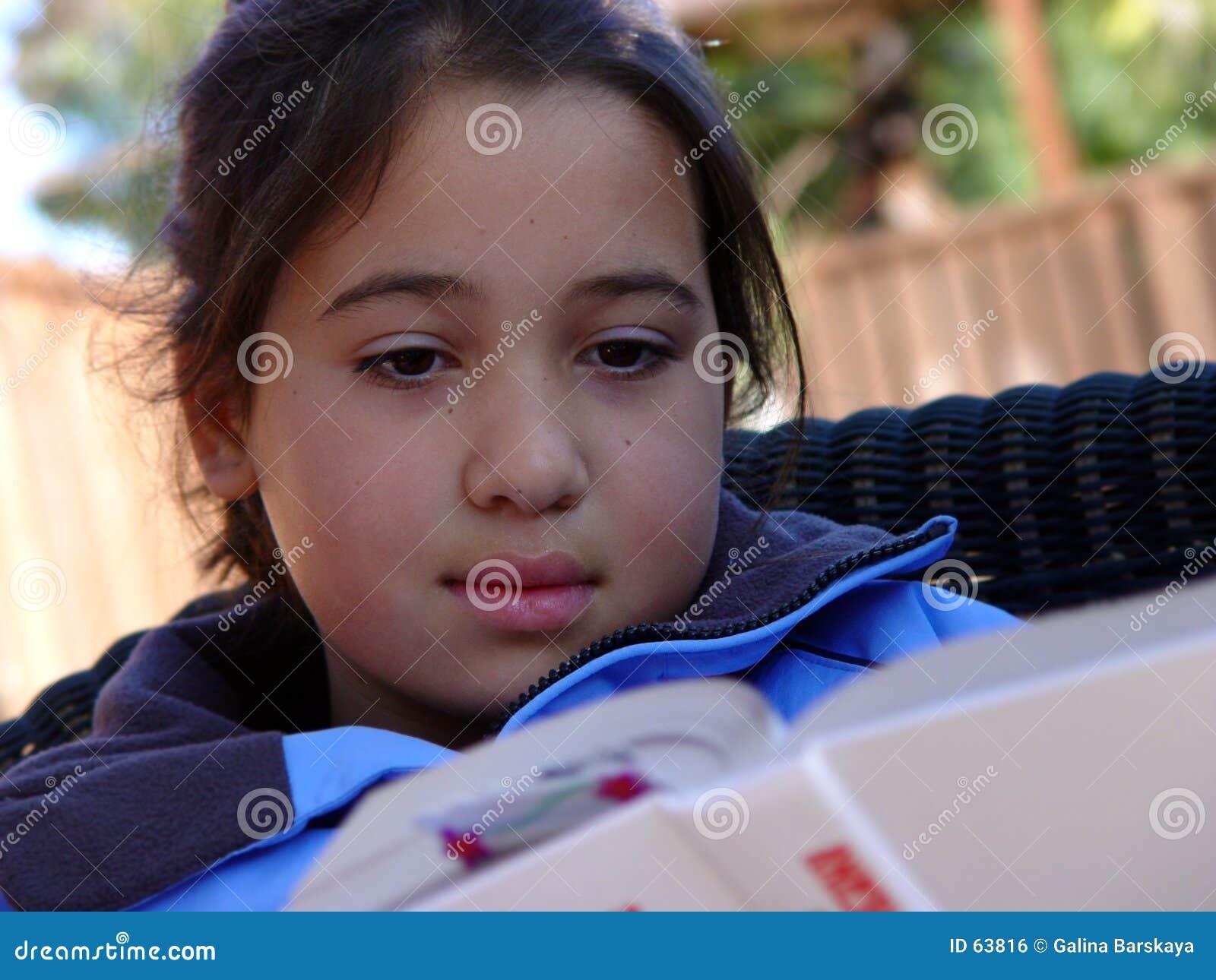 Leitura bonito da menina