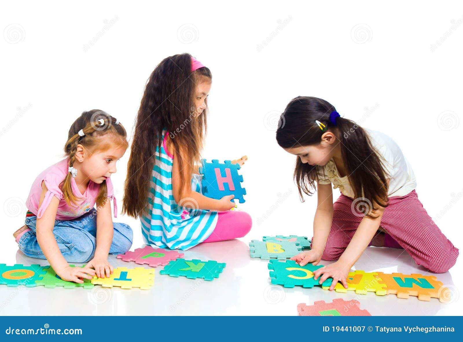Leka för barnbokstäver