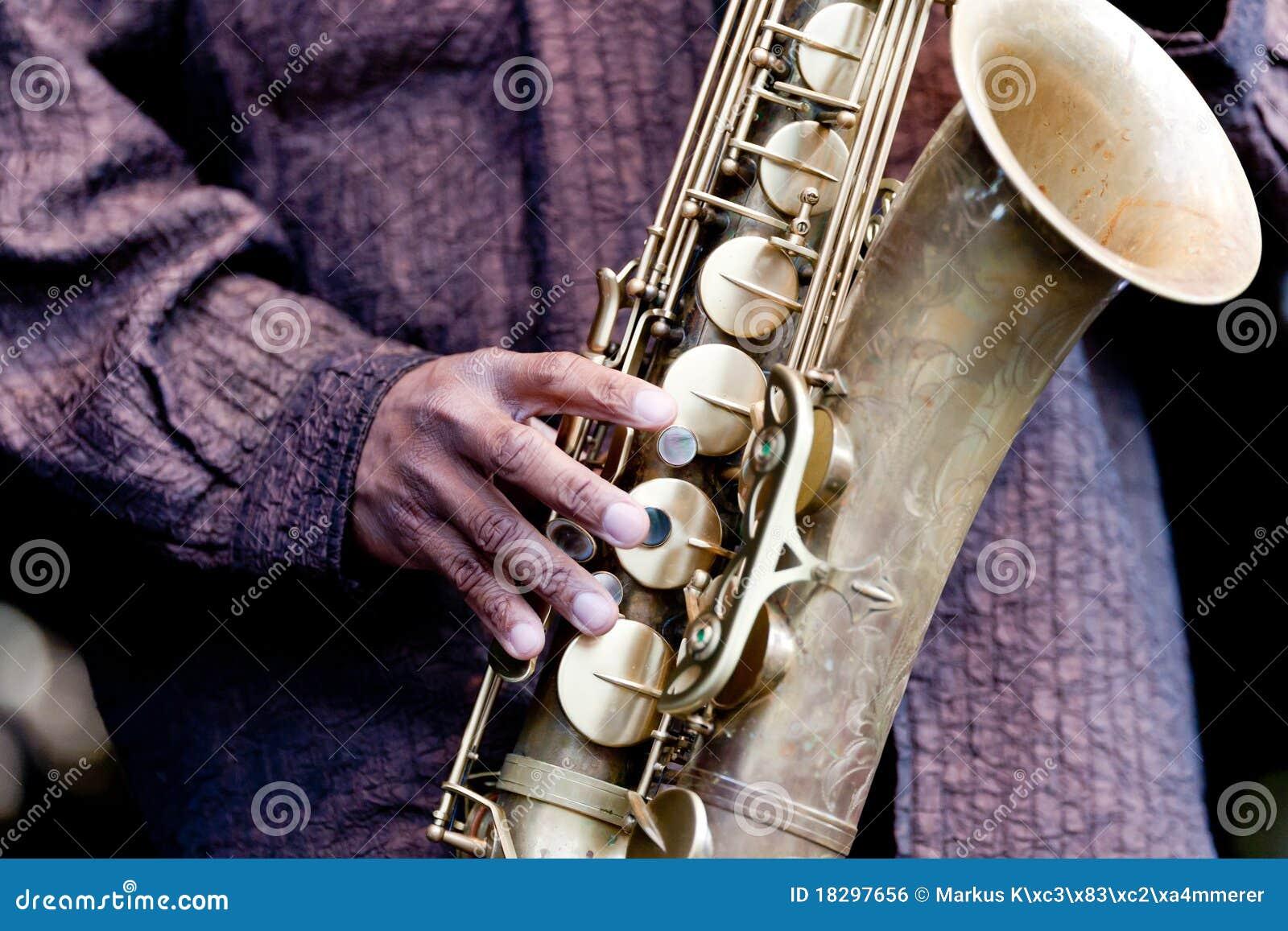 Leka saxofon för jazzmusiker