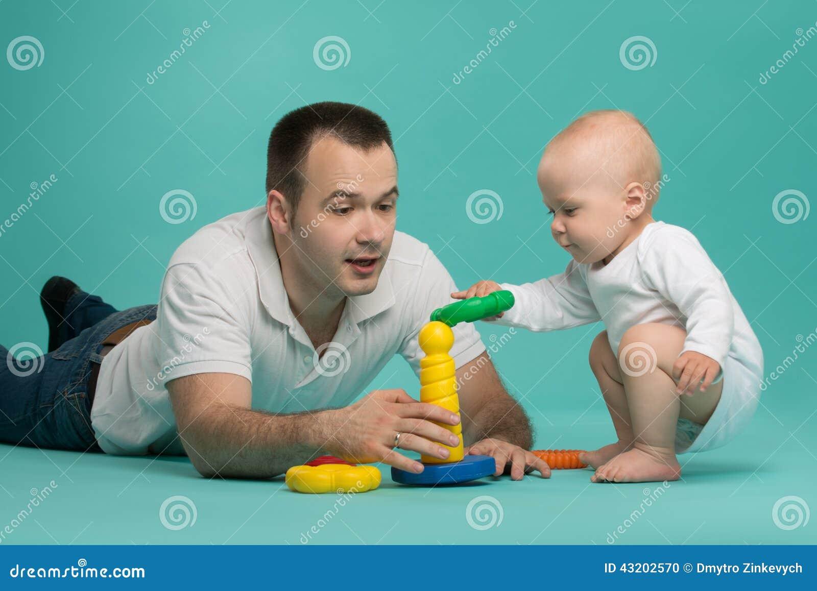 Download Leka son för fader arkivfoto. Bild av farsa, activatoren - 43202570