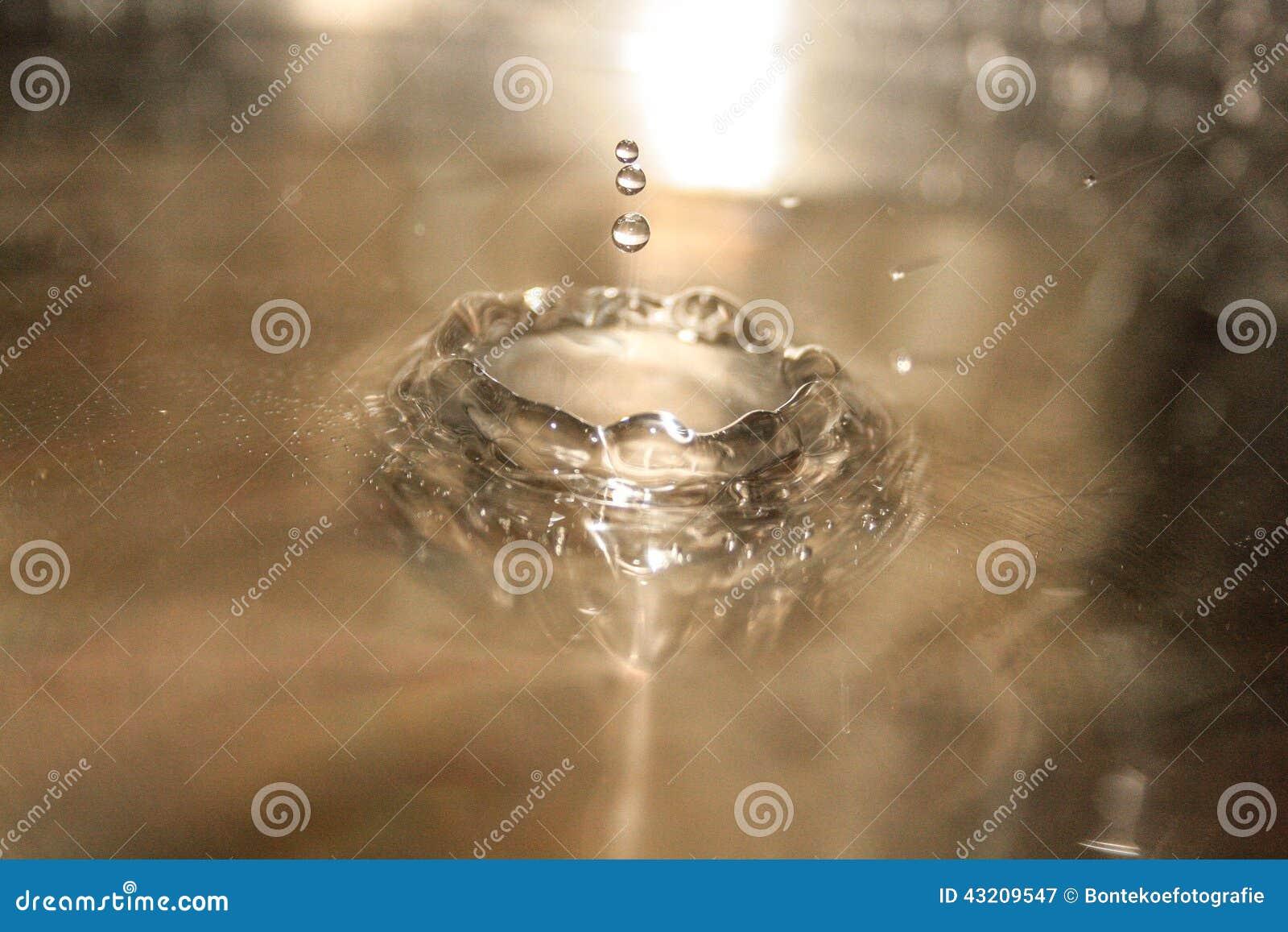 Download Leka vatten fotografering för bildbyråer. Bild av bild - 43209547