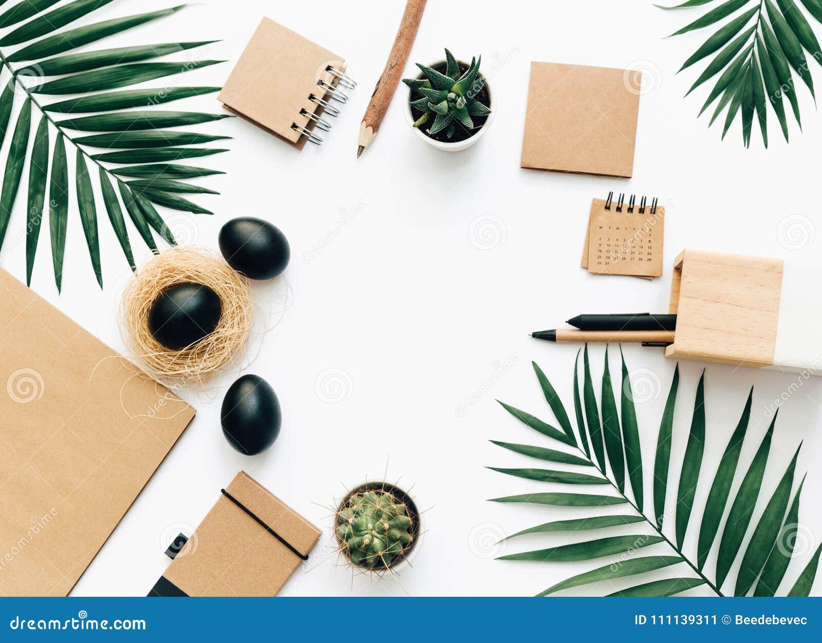 Lekmanna- brevpapper för idérik lägenhet med svarta påskägg