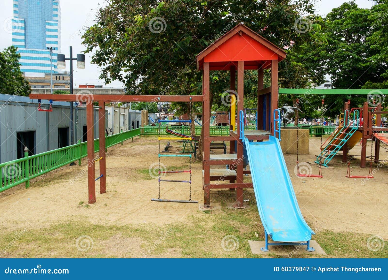 Lekplatsen på offentligt parkerar