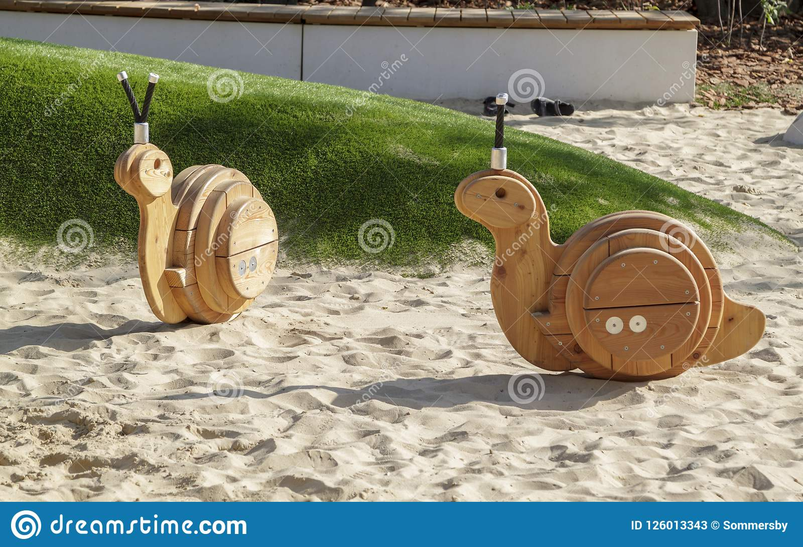 Leksaker av en gungstol i form av sniglar på en moderna Playgr