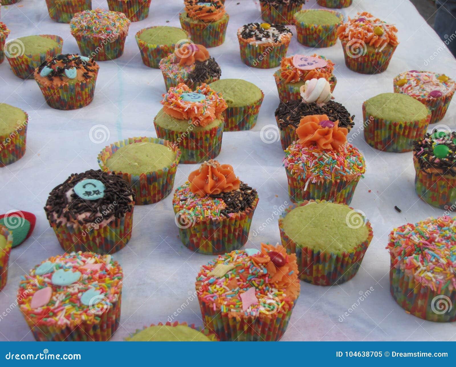 Download Lelijke cupcakes stock afbeelding. Afbeelding bestaande uit kids - 104638705
