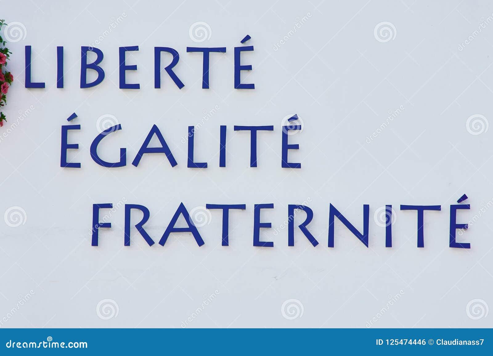 Lema De La Revolución Francesa En Una Pared Blanca Foto De Archivo Imagen De Pared Lema 125474446