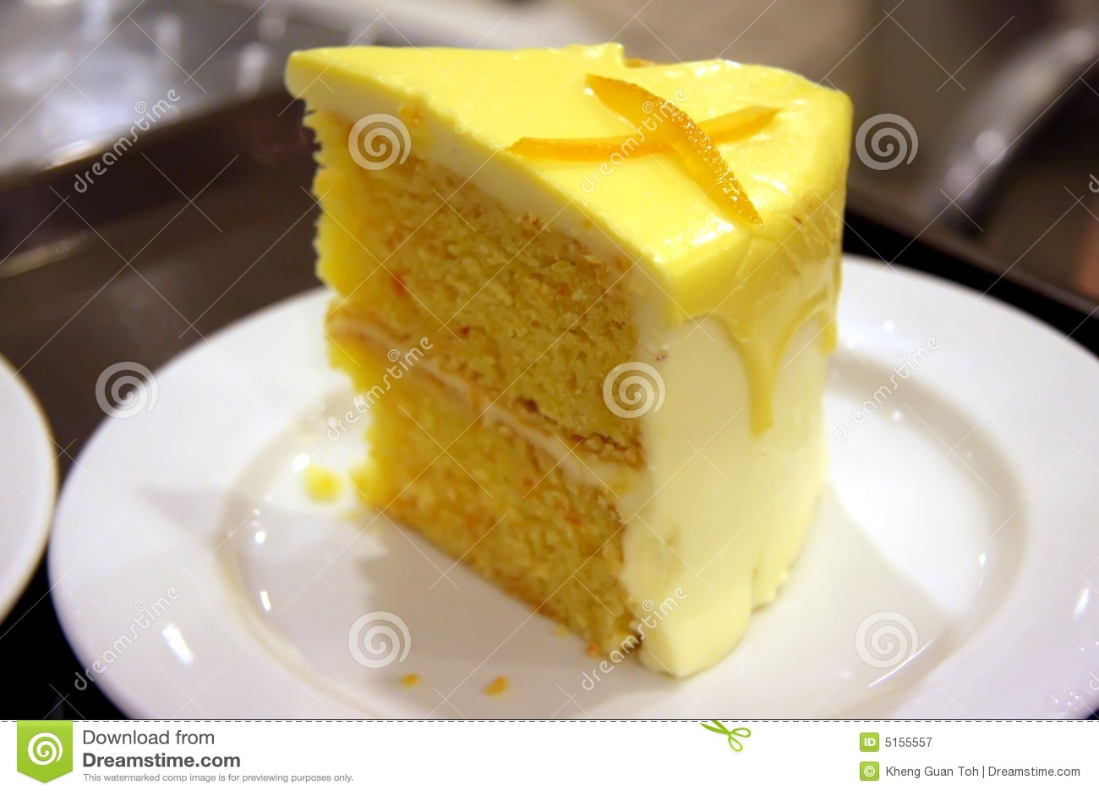 Lemon Bundt Cake Decorating