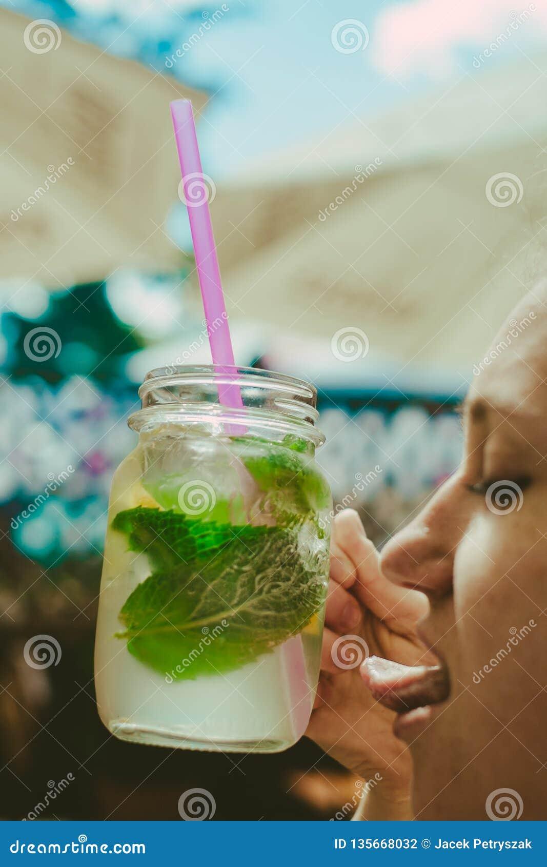Lemonaide fresco e succoso molto leccare-capace