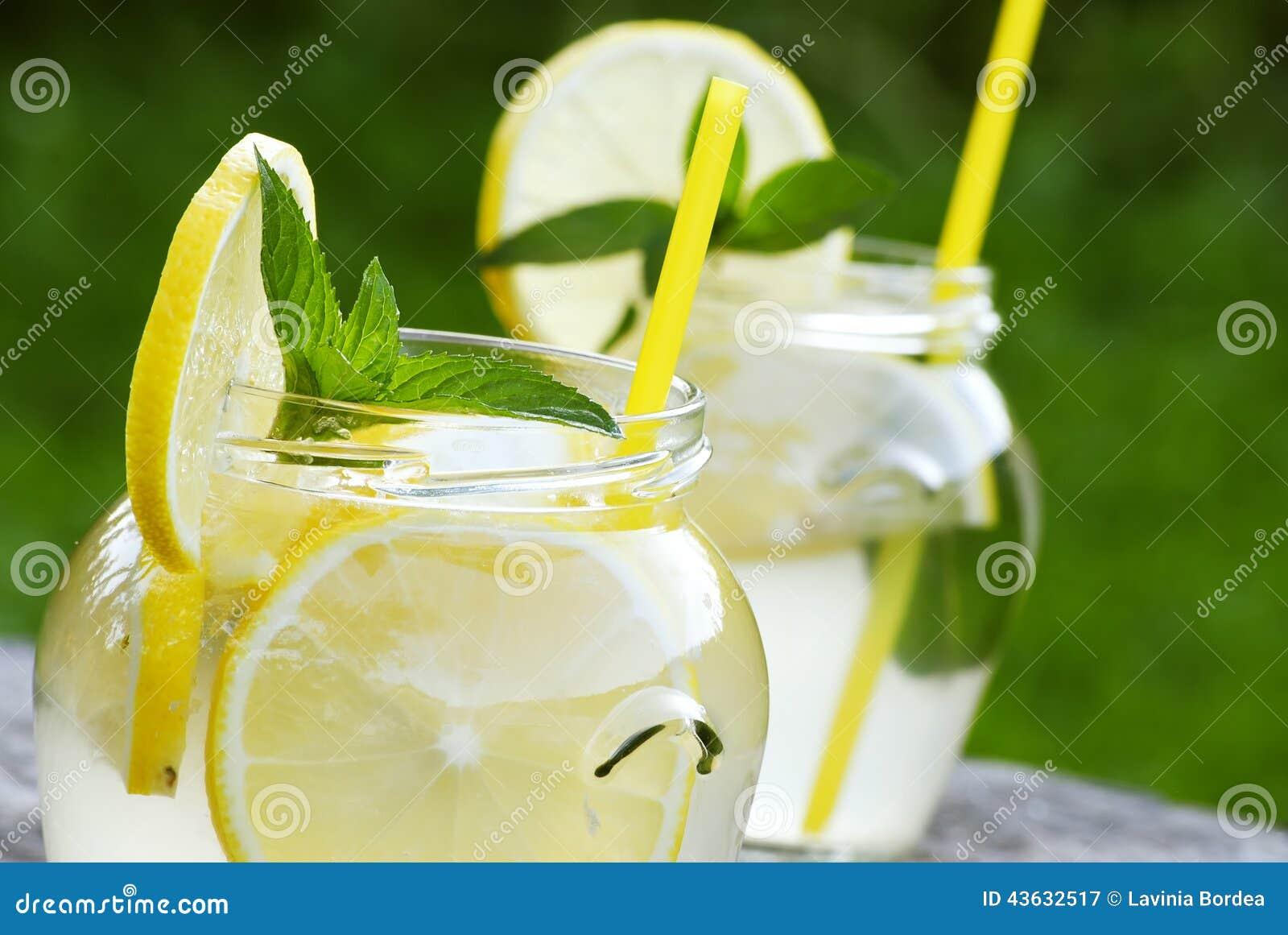 Lemoniada z mennicą