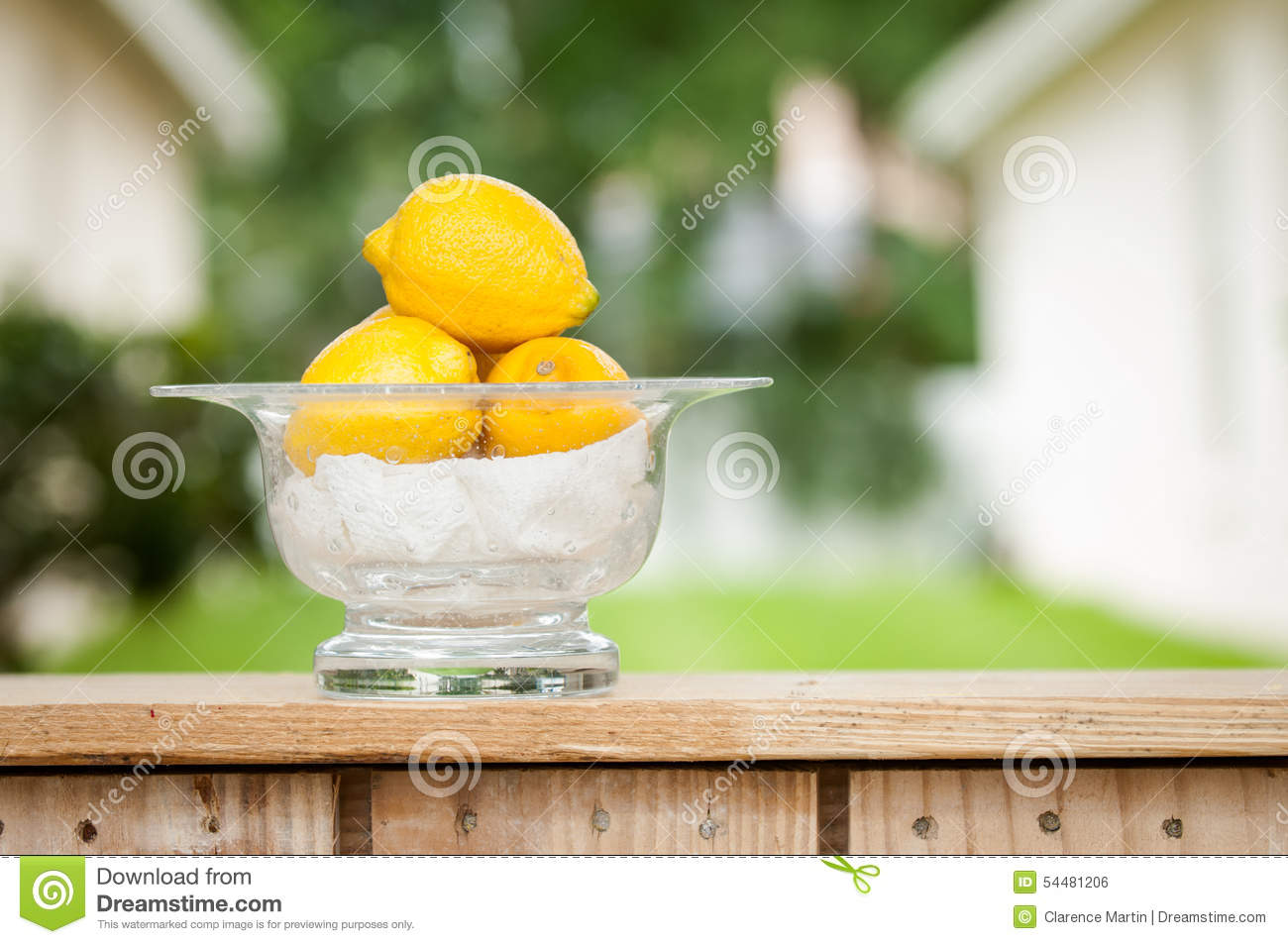 Lemons In A Glass Bowl At A Lemonade Stand Stock Photo ...